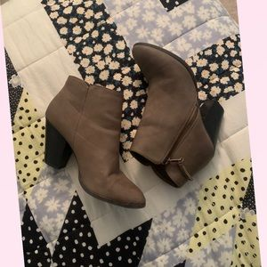 Ankle boots w/ heel